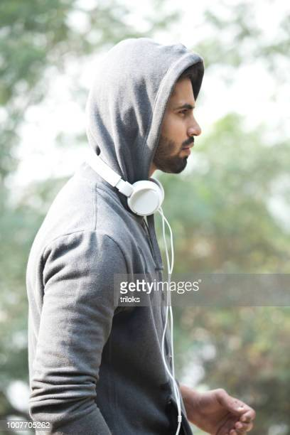 portrait of man in sportswear with headphones - hoodie headphones stock pictures, royalty-free photos & images