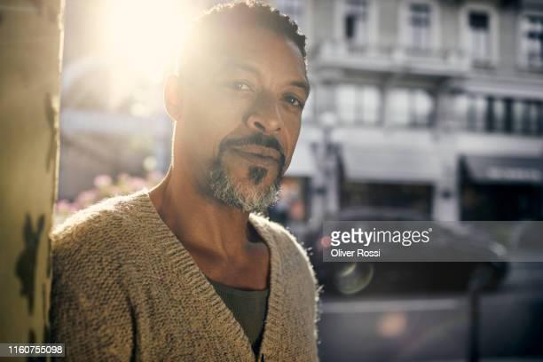 portrait of man in the city - sunny stock-fotos und bilder