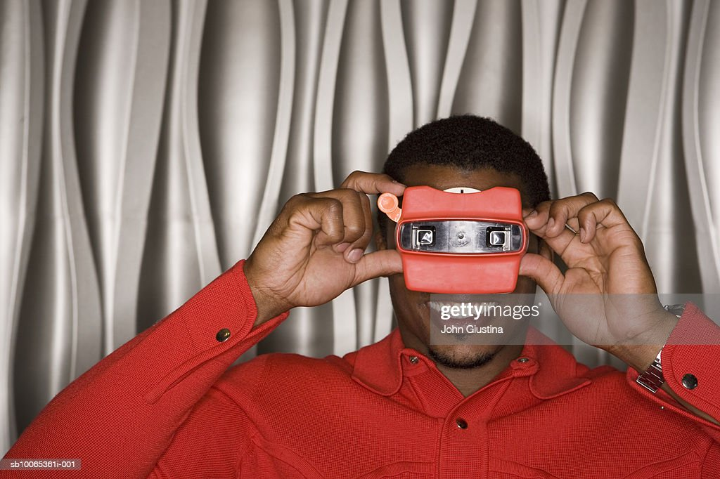 Portrait of man looking through view finder : Foto stock