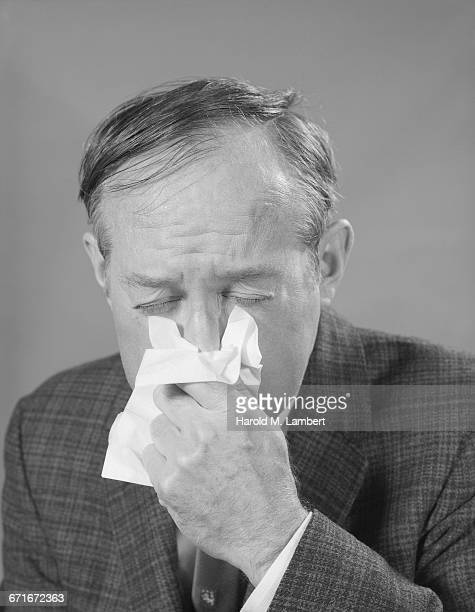 portrait of man suffering from cold and flu - {{relatedsearchurl(carousel.phrase)}} ストックフォトと画像