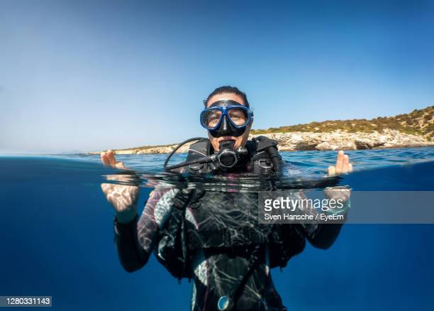 portrait of man swimming in sea - scuba diving stock pictures, royalty-free photos & images