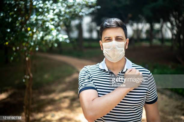 portrait of man wearing face mask - n95 respirator mask stock pictures, royalty-free photos & images