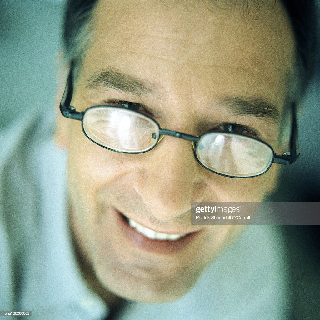 Portrait of man wearing glasses, overhead view, close-up : Stockfoto