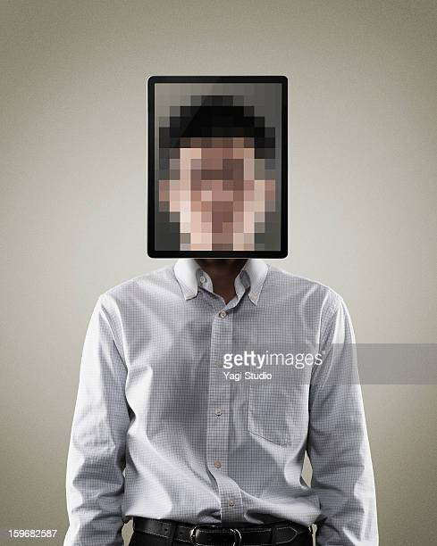 portrait of man with digital tablet - onherkenbaar persoon stockfoto's en -beelden