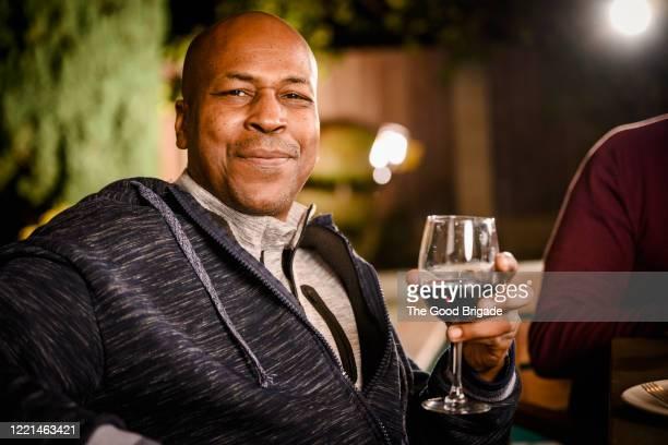 portrait of mature man holding wine glass - só um homem - fotografias e filmes do acervo