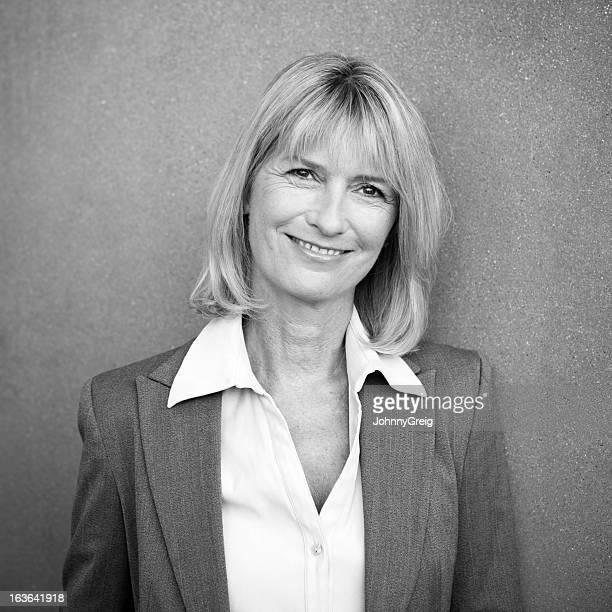Portrait de femme d'affaires professionnel d'âge mûr