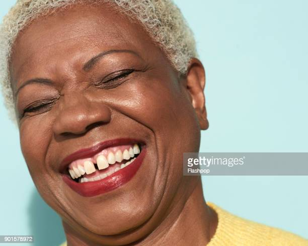 portrait of mature woman laughing - 特寫 個照片及圖片檔