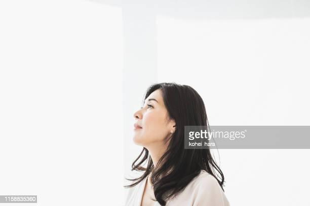 成熟した女性の肖像 - 独立 ストックフォトと画像