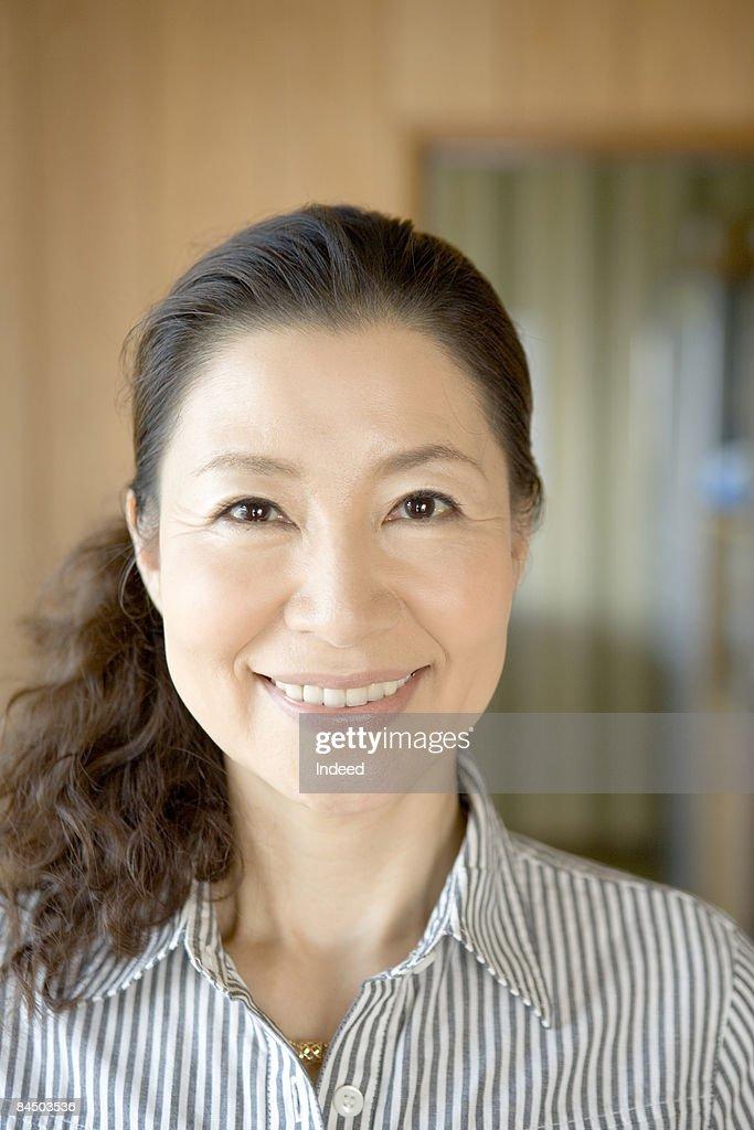 Portrait of mature woman : Stock-Foto