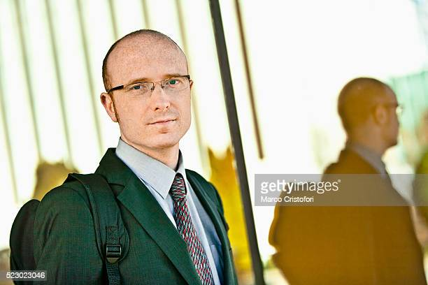 portrait of mid adult businessman - marco cristofori fotografías e imágenes de stock