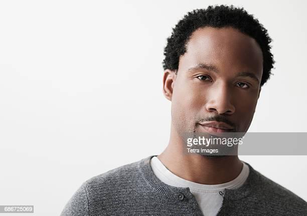portrait of mid adult man - mid volwassen mannen stockfoto's en -beelden