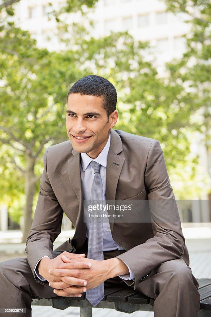 Portrait of mid adult man sitting on bench : Foto de stock