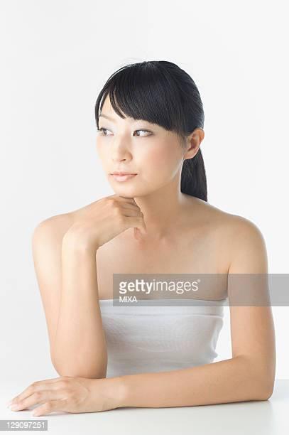 portrait of mid adult woman - 30代の女性一人 ストックフォトと画像