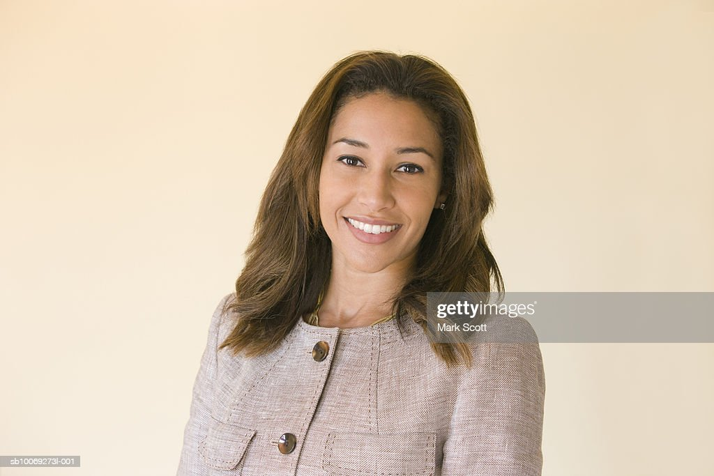 Portrait of mid adult woman smiling : Stockfoto