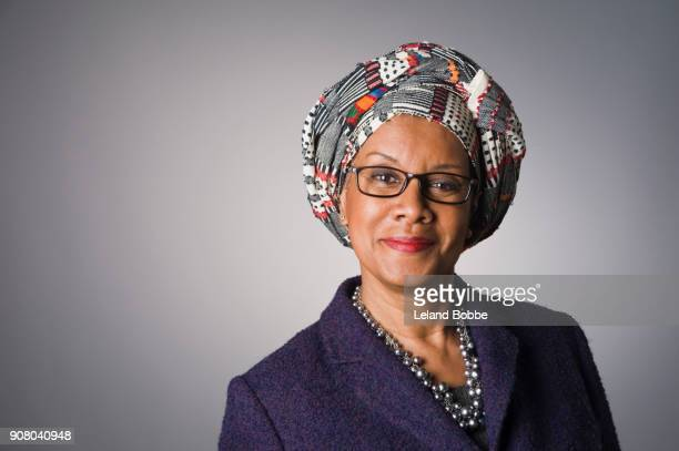 portrait of middle age african american woman wearing a gele - head tie fotografías e imágenes de stock
