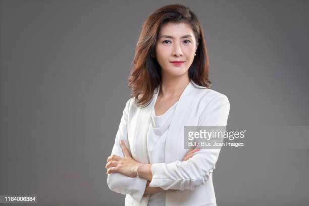 portrait of middle-aged chinese businesswoman - mid length hair stock pictures, royalty-free photos & images