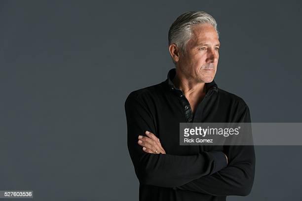 portrait of middle-aged man in studio - mezzo busto foto e immagini stock