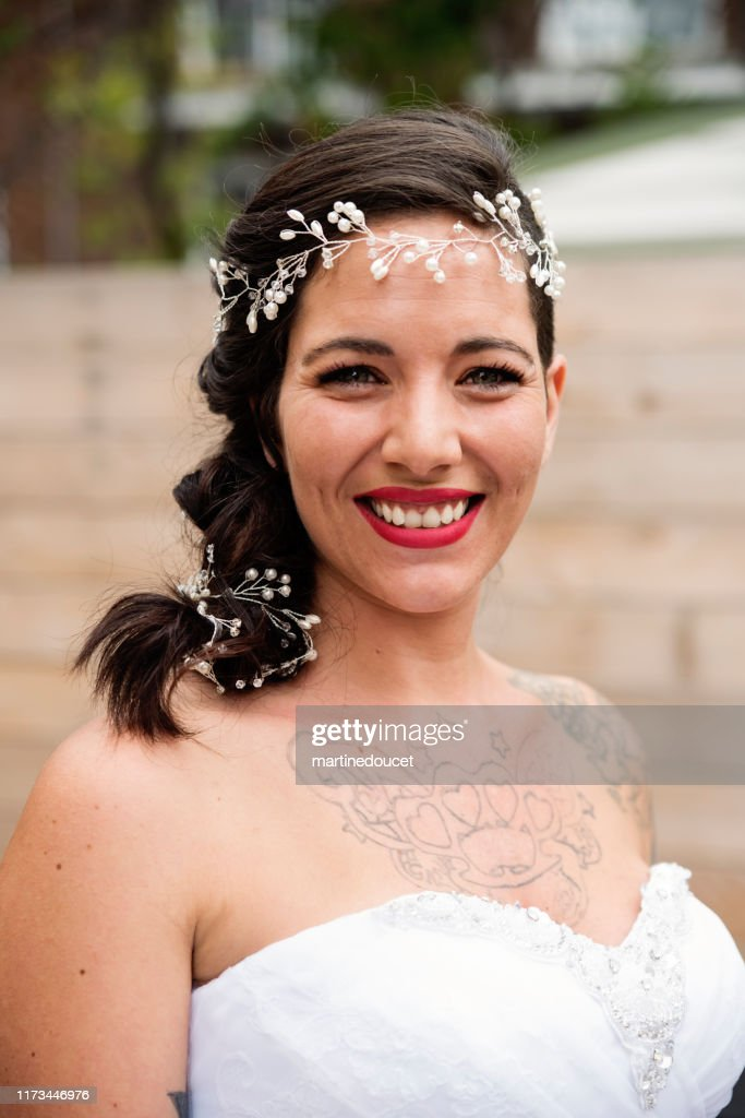 Portrait of millenial woman ready for her wedding. : Stock Photo