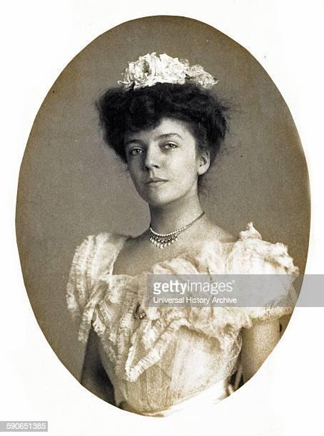 Portrait of Miss Roosevelt Photograph showing Alice Roosevelt Longworth halflength portrait facing front