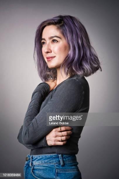 portrait of mixed race adult female with purple hair - encuadre cintura para arriba fotografías e imágenes de stock