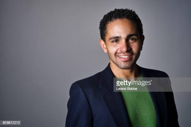 portrait of mixed race man - blazer vert photos et images de collection