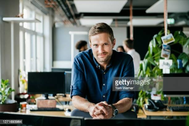 portrait of modern office worker - only men fotografías e imágenes de stock