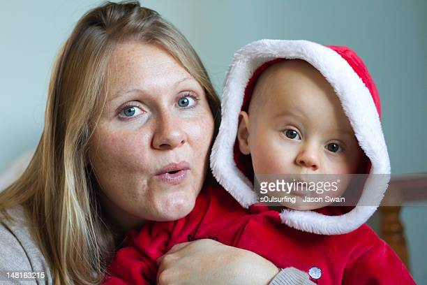 portrait of mother and baby boy - s0ulsurfing stock pictures, royalty-free photos & images
