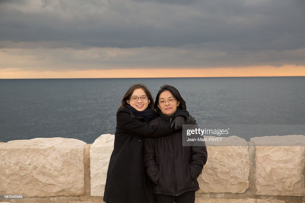 Portrait of mother and daughter hugging : Photo