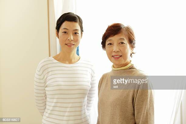 portrait of mother and daughter - 中年 ストックフォトと画像