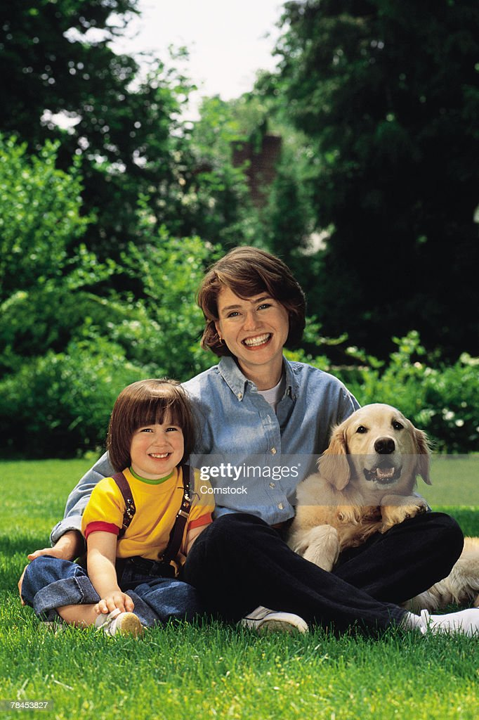 Portrait of mother and son with dog outdoors : Stockfoto