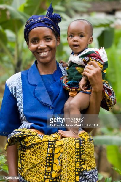 portrait of mother with child, masango, cibitoke, burundi, africa - burundi east africa stock pictures, royalty-free photos & images