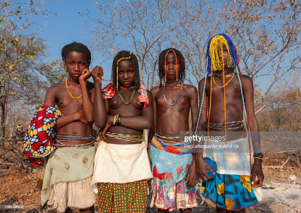 Portrait of Mudimba tribe girls during the fico ceremony, Cunene Province, Cahama, Angola : Nachrichtenfoto