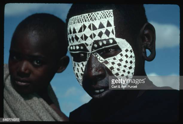 portrait of newly circumcised boy with painted face, tanzania - beschneidung jungen stock-fotos und bilder