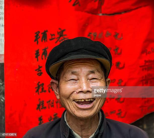 Portrait de vieux, senior homme chinois, rire