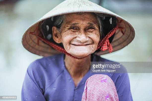 portrait of old woman in hoi an, vietnam - vietnamese ethnicity stock pictures, royalty-free photos & images