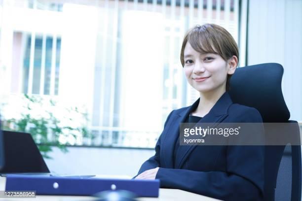 アジアにおけるパラリーガル秘書女の肖像 - 法律関係の職業 ストックフォトと画像