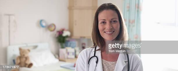 Retrato de pediatra en el hospital