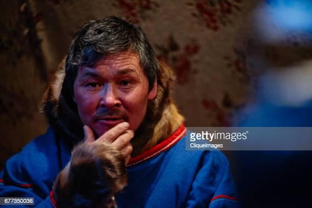 portrait of pensive nenets man - cliqueimages photos et images de collection