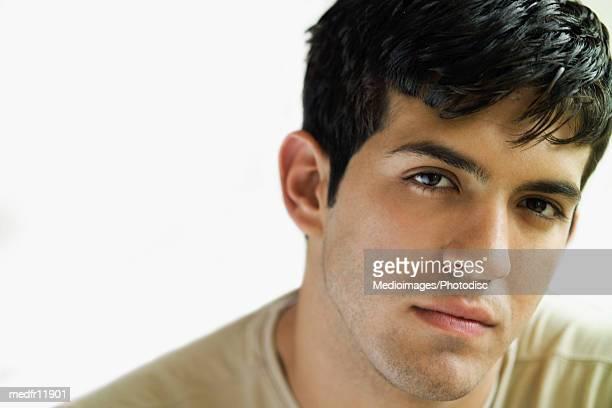 portrait of pensive young man, close-up - olhos castanhos claros imagens e fotografias de stock