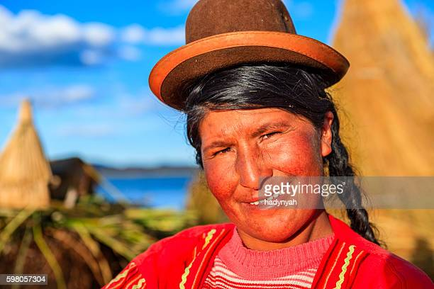 portrait of peruvian woman on uros floating island, lake tititcaca - bolivia stockfoto's en -beelden