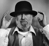 Portrait of poet and artist and publisher lawrence ferlinghetti san picture id160022591?s=170x170