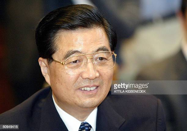 A portrait of President Hu Jintao of the People's Republic of China as he listens to Hungarian Prime Minister Peter Medgyessy in the 'Minkacsy Hall'...