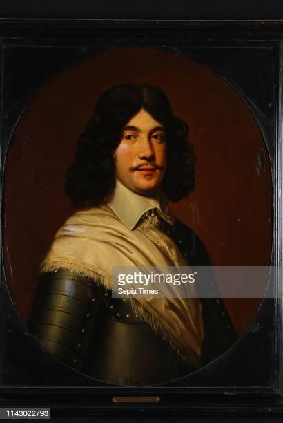 Portrait of probably Charles de Bringues , commander of Zwartsluis, portrait painting visual material wood oil, Oval portrait of man representing...
