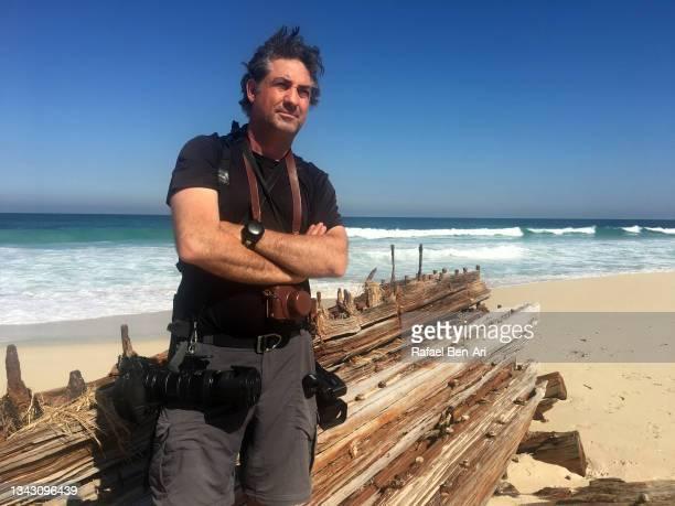 portrait of professional travel photographer carrying few different cameras - rafael ben ari - fotografias e filmes do acervo