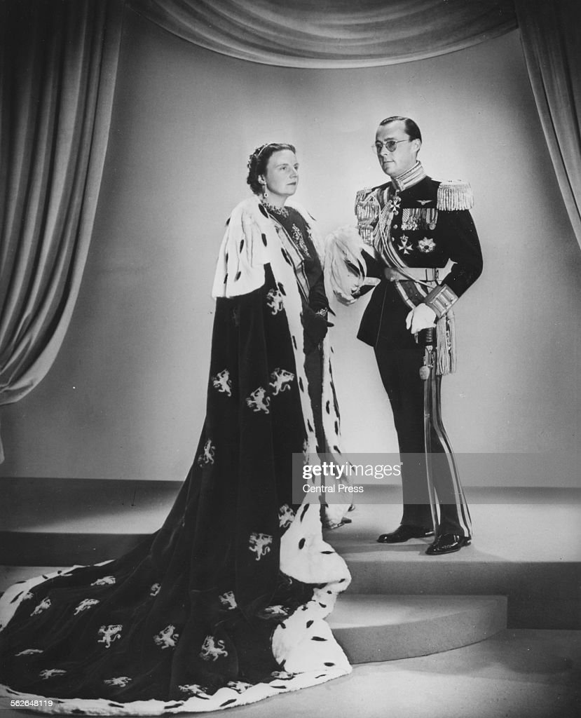 Queen Juliana And Prince Bernhard : News Photo