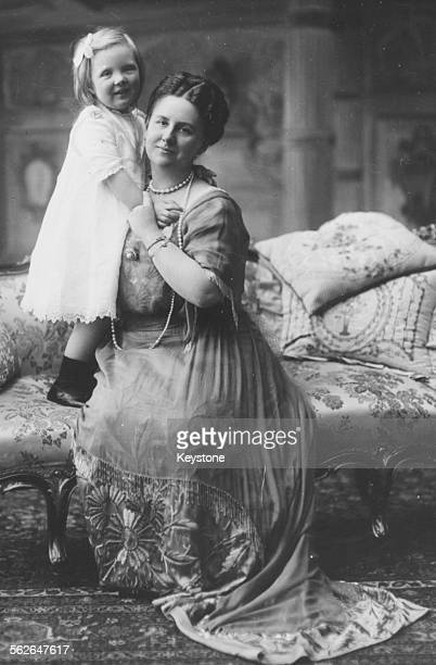 Portrait of Queen Wilhelmina of the Netherlands and her young daughter Princess Juliana circa 1913 Printed following Wilhelmina's death on November...