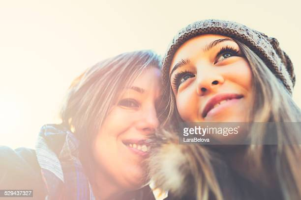 Portrait de jeune fille avec la mère real