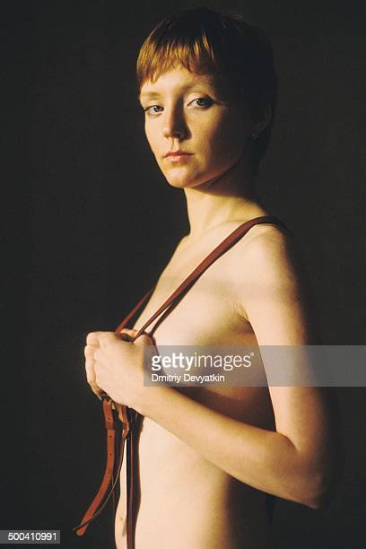 portrait of red-haired russian woman - sideboob stockfoto's en -beelden