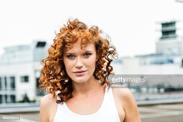 portrait of redheaded woman outdoors - rotes haar stock-fotos und bilder
