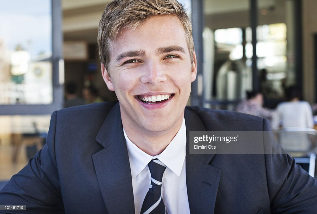 Portrait of relaxed businessman in suit, smiling : Stock-Foto